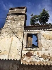 The Sky Window.    Fenêtre sur ciel. (julienletellier) Tags: portugal sky oldhouse ruine house maison window fenêtre