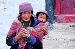 Nepal- Mustang- Geling (venturidonatella) Tags: asia nepal geling persone people gentes colori colors nikond300 d300 nikon ritratto portrait ritratti portraits sguardi look emozioni himalaya tibet tibetan bambino children child