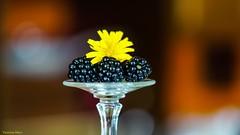 Fresh and fruity - Smile on Saturday (YᗩSᗰIᘉᗴ HᗴᘉS +8 000 000 thx❀) Tags: freshandfruity smileonsaturday fruit mûres verre glas yellow saturday hensyasmine sony helios