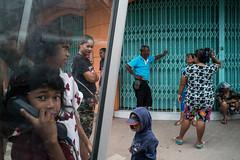* (Sakulchai Sikitikul) Tags: street snap streetphotography songkhla sony voigtlander 28mm thailand hatyai children a7s telephone publictelephone