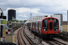 LU 21319 and 21320 @ Wood Lane (ianjpoole) Tags: london underground s7 stock 21319 21320 working circle line train from edgware road hammersmith