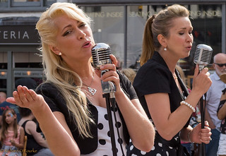 festival street singers