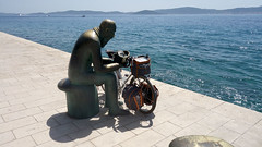 #019/130 (Shu-Sin) Tags: summer sabbatical cyclotour randonneur randonneuse shusin europe bicycle tour 650b velo bicicletta bici sculpture man with shell sea blue white adriatic mediterranean mountains