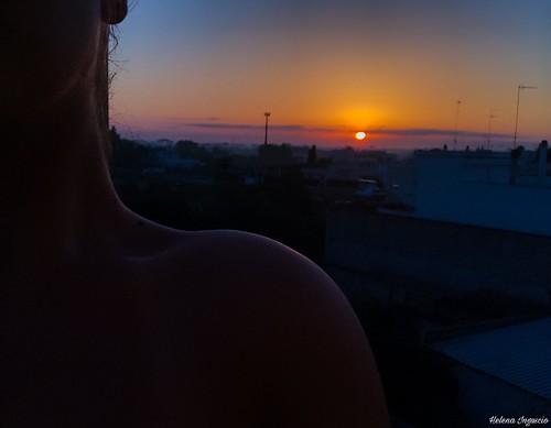 """""""Restiamo svegli fino all'alba,       col mondo che ci guarda,                    mordimi il collo finché non si taglia..""""💖"""
