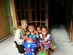 Senyum riang anak-anak di Desa Sarakan, Kabupaten Tangerang (USAID Indonesia) Tags: air water sanitasi sanitation mandi shower children anak keluarga family desa village