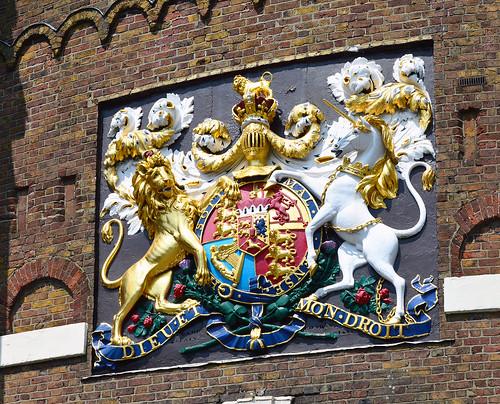 chatham dockyard gatehouse coat of arms