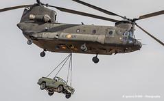 Chinook & Nissan (Ignacio Ferre) Tags: chinook boeingch47d boeing helicóptero helicopter spanisharmy spain españa aircraft airplane aviation avión aviación nikon famet lecv airshow military militar nissan coche car