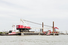 r_170921442_beat0057_a (Mitch Waxman) Tags: crane killvankull newyorkcity newyorkharbor statenisland tugboat newyork
