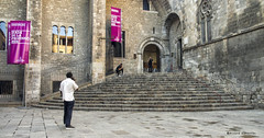 2400  Plaça del Rei, Barcelona (Ricard Gabarrús) Tags: plaza plaça plazadelrey gente monumento arquitectura calle ricardgabarrus barcelona gotico medieval olympus ricgaba