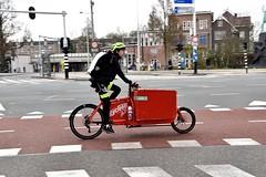 Cycloon fietskoerier - Amsterdam (FaceMePLS) Tags: amsterdam nederland thenetherlands facemepls nikond5500 straatfotografie streetphotography wielen wheels transportfiets fietshelm rugzak cargobike bike fiets fietser koerier bullitbakfiets bidon