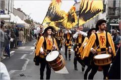 Les portes drapeaux (henri.drouin) Tags: france paysdeloire vendée lherbergement renaissance estivales italie