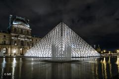White Pyramide (MF[FR]) Tags: sky water night europe architecture paris france long exposure museum louvre samsung pyramide eau pose longue ciel bâtiment musée îledefrance nx1