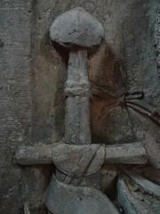 ca. 1345-1350 - 'knight, probably Werner Falk(e) (Falcke) von Munsweiler (+after 1333)', Église Notre-Dame de l'Assomption, Rouffach, dép. Haut-Rhin, France (RO EL (Roel Renmans)) Tags: 1330 1340 1345 1350 knight ritter ridder chevalier caballero cavaliere werner falk falke falcke rouffach elzas alsace elzass church église kirche kerk iglesia armor armure armour harnas harnisch rüstung armadura armatura bascinet bacinet camail aventail coatofplates plattenrock hauberk kettenhemd cotte de mailles vervelles heaume great helm helmet topfhelm gran yelmo poleyn surcotte surcoat wappenrock waffenkleid waffenrock mamelieres chain ketten sword dagger notre dame l assomption tomb effigy tombeau grabmal efigie grafbeeld pommel