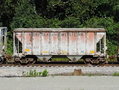 NW 182677 (Proto-photos) Tags: nw vintage old weathered 40ft 2bay coveredhopper norfolkandwestern lo c112 railcar freighcar dunbar bowest pennsylvania 182677 train railroad hc81