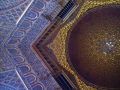 (perpetually dishevelled) Tags: seville alcazar royal palace architecture mudejar unesco gold dome ceiling detail hallofthehalforange saladelamedianaranja hall ambassadors salóndeembajadores throne room patterns