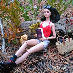 My dolls enjoying nature. (Karine'S HCF (Handmade Clothing & Furniture)) Tags: dolls nature outdoors campo abierto naturaleza muñecas poppy parker integrity toys 16 escala scale handknitted top punto hecho mano