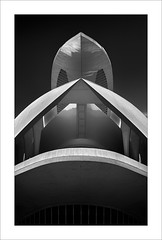 Les cares del Palau III/ The faces of the Palace III (ximo rosell) Tags: ximorosell bn blackandwhite blancoynegro bw buildings valencia arquitectura architecture abstract abstracció llum light luz calatrava ciudaddelasciencias
