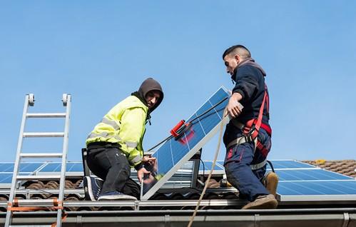installing-solar-panels