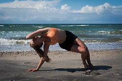 Bowspring yoga (lonerasser) Tags: laura yoga strand hav sommer rågeleje bowspring