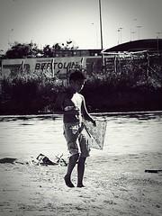A pipa (RicardoPessoa) Tags: boy menino pipa brincar play educandos manaus amazonas brasil amazonia amazon river bw