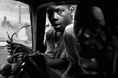 Children selling in the road. ( From Mbour to Toubacouta ) (José Luis Cosme Giral) Tags: childrensellingintheroad bw byn portraits travel monocromático children boys monochrome septplaces car portrait panasonic lx2 senegal 2008