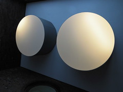 Moons on Blue (Ed Sax) Tags: kreis zirkel weis blau schwarz abstrakt edsax photokunst photoart brandstwiete neuerdovenhof