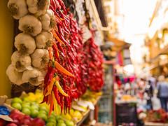 Street Spice. (TomLowe8) Tags: market shop food street garlic chilli pepper