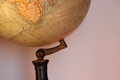 Le bas du monde (Pi-F) Tags: globe terrestre mappemonde pole sud ancien antiquité antique terre astre rond boule continent océan géographie