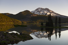 A single sunbeam is enough to drive away many shadows… (ferpectshotz) Tags: lake sparkslake southsister cascaderange mountain morning sunrise reflections oregon bend alpinelake