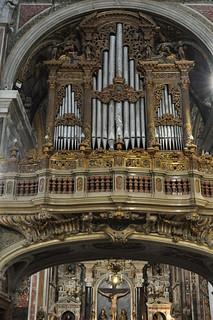 Orgues, église baroque du Gesù Nuovo (1584-1725), piazza del Gesù Nuovo,  Naples, Campanie, Italie.