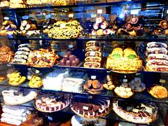 Anglų lietuvių žodynas. Žodis sweetmeats reiškia n saldainiai; saldumynai lietuviškai.