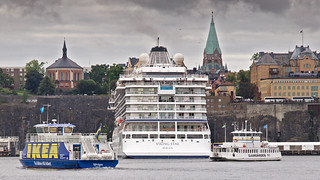 The cruise ship Viking Star arriving in Stockholm. The Viking Star turns around while the commuter boats Sjövägen and Djurgården 11 are passing by.