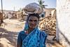 PATTADAKALL: PORTRAIT DE FEMME EN BLEU (pierre.arnoldi) Tags: inde india pierrearnoldi pattadakall portraitdefemme karnataka photoderue photooriginale photocouleur canon tamron