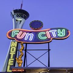 Stratosphere Family (Jay Abramson) Tags: funcity funcitymotel stratosphere stratospherelasvegas canon5dmarkii downtownlasvegas