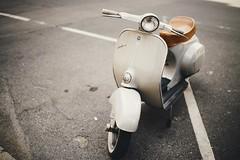 Italian classic (desomnis) Tags: vespa vienna wien urban urbanphotography motorbike onthestreet desomnis canoneos6d canon6d sigma35mmf14 sigma35mmf14art sigma