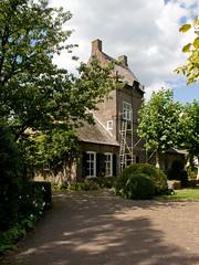 Breda - Kasteel Gageldonk (Grotevriendelijkereus) Tags: building architecture architectuur gebouw nederland netherlands holland breda noord brabant castle kasteel tower toren gate poort