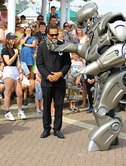 FUNK6440 (Graham Ó Síodhacháin) Tags: broadstairswatergala 2017 broadstairs watergala titantherobot creativecommons