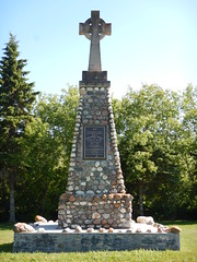 Christopher Patrick O'Kelly monument (wonder_al) Tags: campmortonprovincialpark campmorton gimli lakewinnipeg monument victoriacross