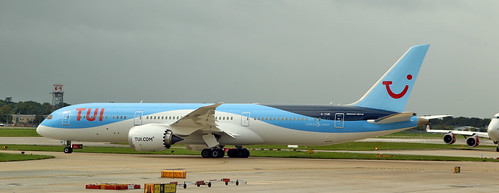TUI / Boeing 787-9 Dreamliner / G-TUIK