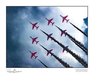 Dramatic display - The Red Arrows