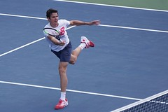 The fine moves of tennis. Milos Raonic in Rogers Cup 2017. (beyondhue) Tags: rogers cup uniprix stadium montreal quebec milos raonic tennis player beyondhue tournament practice match action move racquet run canada