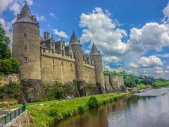 Feliz Martes de Nubes¡¡ (Charo R.) Tags: josselin francia castillo naturaleza paisaje canon