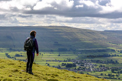Mrs SWJuk admires the view... (SWJuk) Tags: swjuk uk unitedkingdom gb britain england yorkshire northyorkshire yorkshiredales dales wensleydale hawes highabbotside landscape hillside hills fields farmland town village countryside view scenery clouds cloudy 2017 sep2017 autumn nikon d7100 nikond7100 18300mm rawnef lightroomcc mrsswjuk holidays