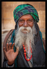 Regard... (Joce.V) Tags: inde india asie asia varanasi benarès uttarpradesh sadhu portrait homme man people personne streetphotography streetphoto gange ghat voyage travel canoneos5dmarkii canon canonef2470f28lusm regard barbe beard
