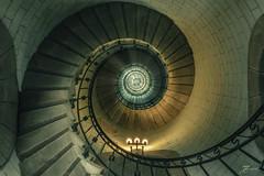 60 mètres (Thomas Junior Fotografie) Tags: phare leuchtturm lighthouse finistere breizh brittany bretagne vacation urban urbex ue urbaine urbanexplorer sony alpha77mii alpha77 spirale escagot schnecke stair treppe escalier stairs scenery light old alt vecchio