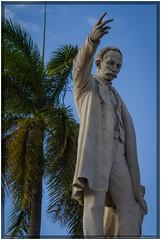 Cuba 2016 - Cienfuegos - José Martí (Ulster79) Tags: bildhauerei denkmal himmel kunst personen pflanzen skulptur art flora memorial monument outdoor palmtree persons sculpture sky cienfuegos cuba cu