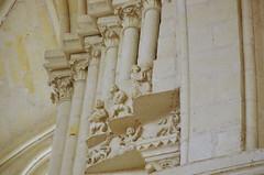 142 juillet 2017 - Candes Saint-Martin au confluent de la Loire et la Vienne, l'Abbatiale Saint-Martin (paspog) Tags: candessaintmartin abbatiale saintmartin abbatialesaintmartin loire vienne confluent juillet july 2017 statues sculptures