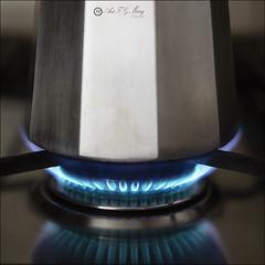Proyecto 242/365 (Art.Mary) Tags: cafetera metal métal canon bodegón stilllife naturemorte proyecto365 fuego fire feu coffeemaker cafetière gasbutano butanegas gaz gazbutane llamas flames