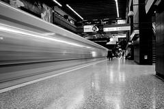Fast (CrisFotografia.cl) Tags: subte urban streetphotography blackandwhite blancoynegro monochrome monocromático byn bw calle street subway metro santiago chile nikon d610 2485