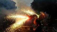 Foc del drac de Santa Coloma de Gramenet (bertanuri bcn) Tags: foc dragon drac bcn barcelona santacolomadegramenet festa festamajor fireworks correfoc